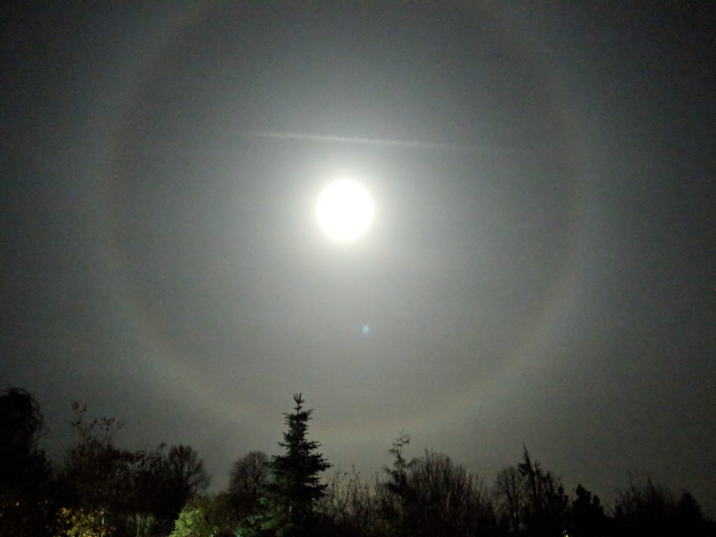 Луна в Гало