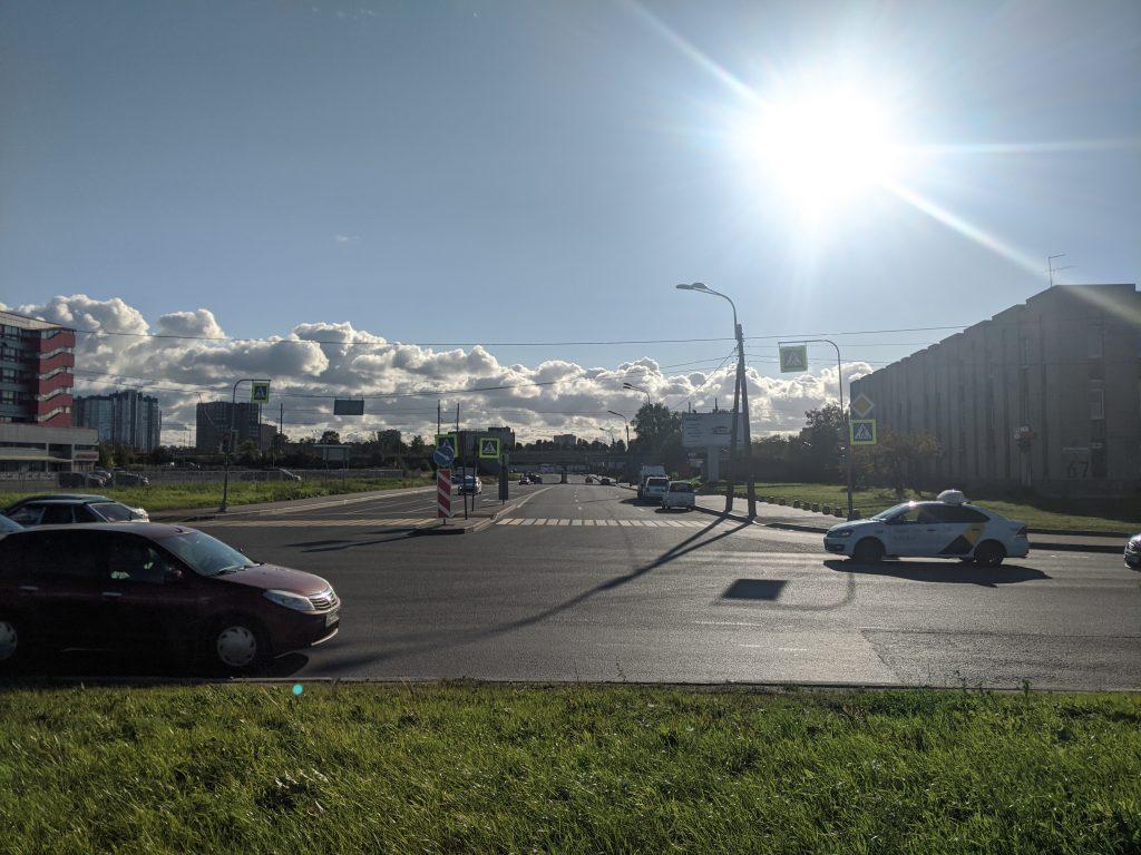 Угол Краснопутиловской улицы и проспекта Народного Ополчения. Сентябрь 2020