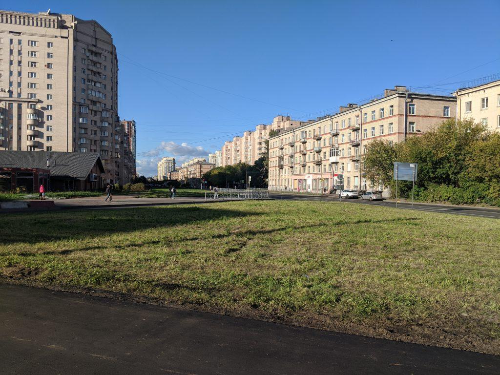 Угол Краснопутиловской и Варшавской улицы. Сентябрь 2020